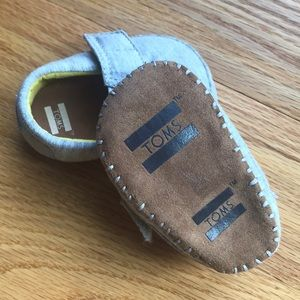 Toms Shoes - Infant Toms crib shoes!